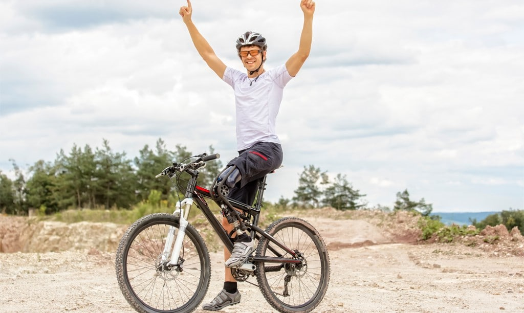 Mountain bike rider with prosthetic in Cairns
